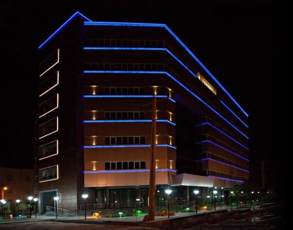 نورپردازی مدرن نمای ساختمان